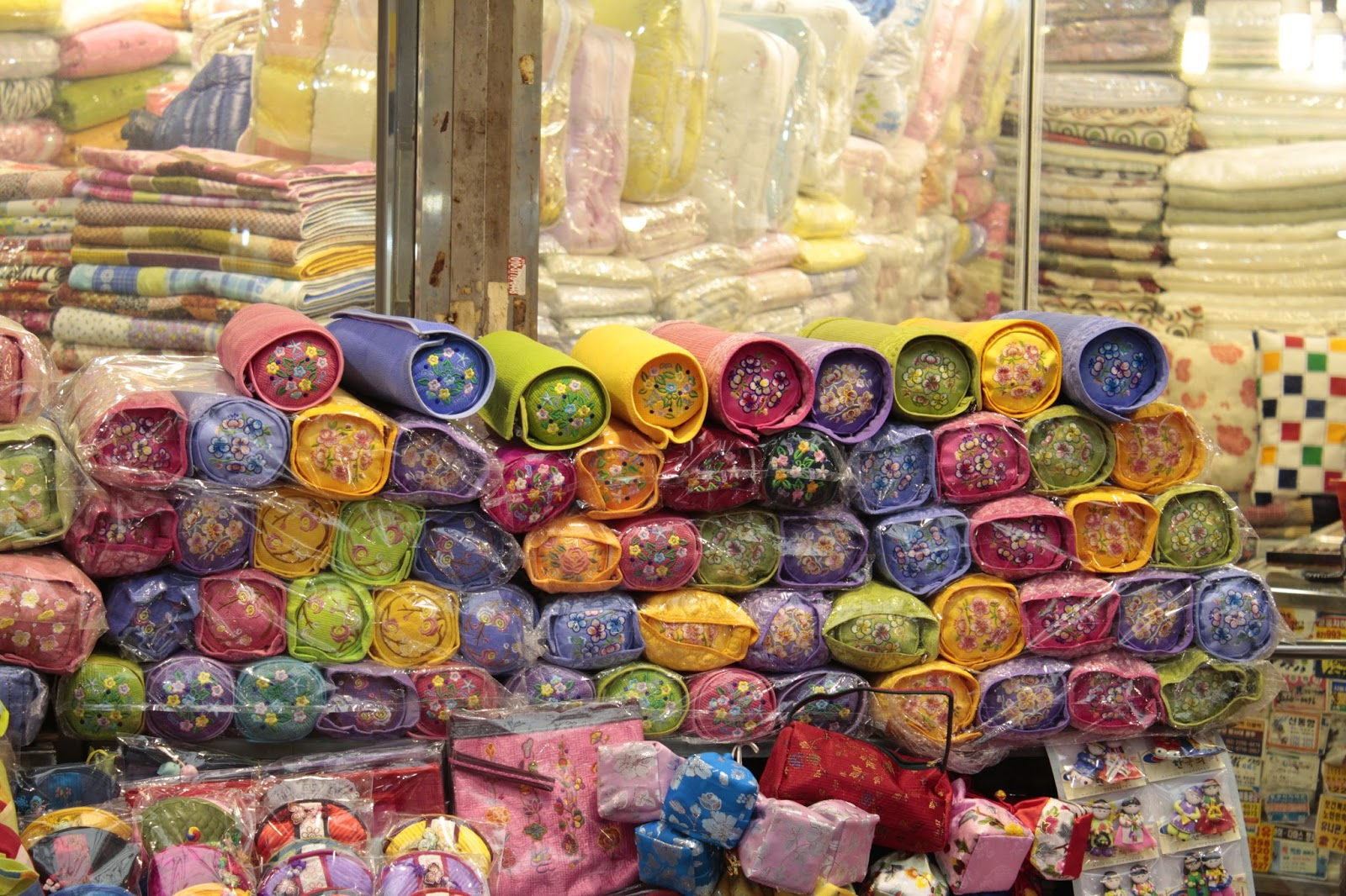 Korean Traditional Pillows : The Gwangjang Market in Seoul, South Korea (????) ~ Korea s Hidden Gem