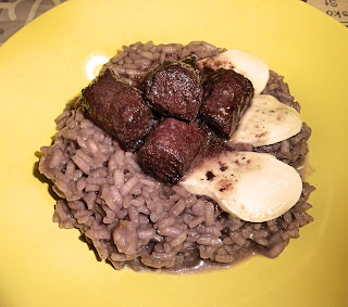 Red wine risotto with sausage and mozzarella cheese
