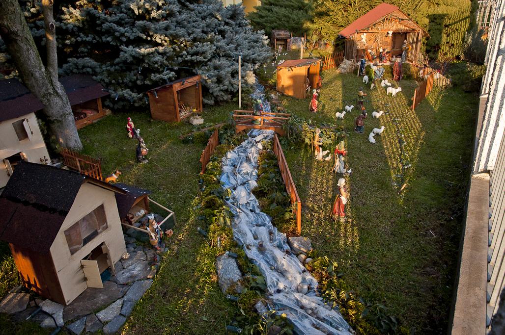 Roverbella un presepe in giardino - Presepi da esterno idee ...