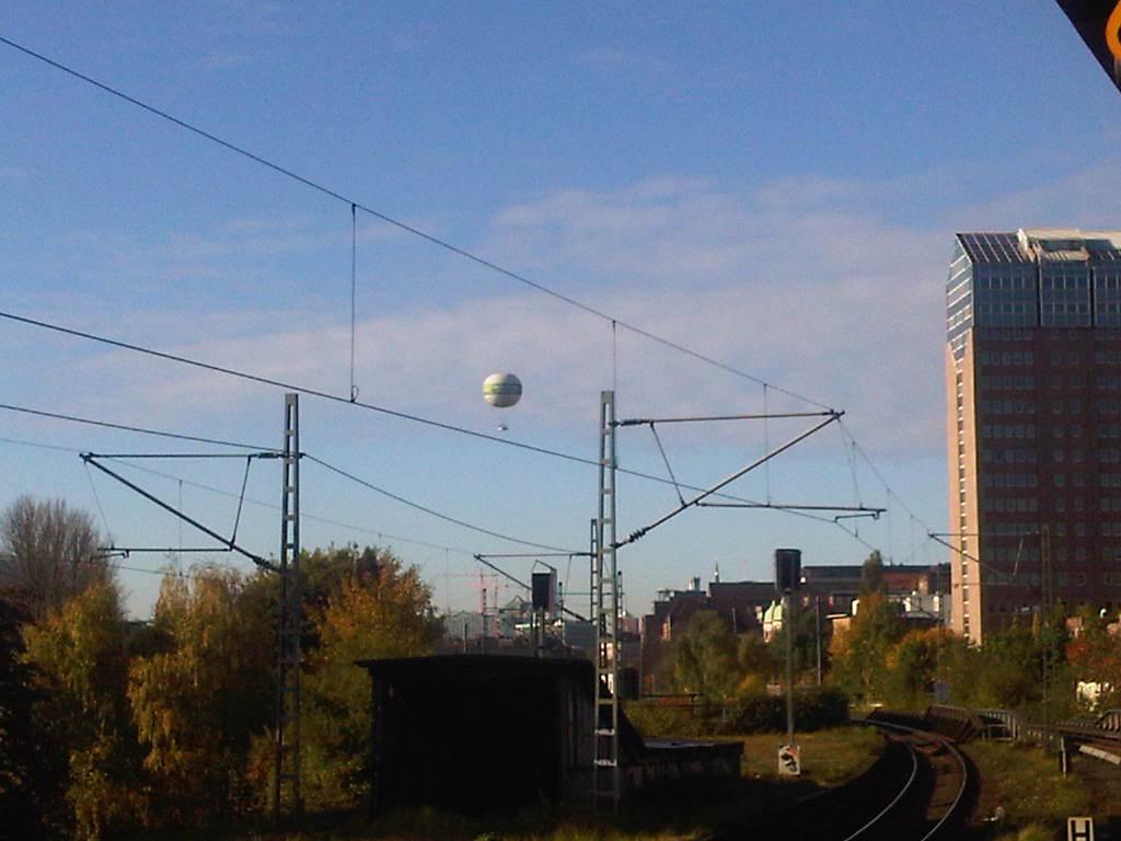 Abendblatt-Ballon Hamburg von der S-Bahn-Station Berliner Tor