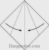 Bước 2: Gấp chéo hai góc giấy vào trong