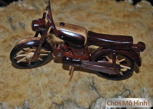 Moto 67 Tự Chế Từ Gỗ
