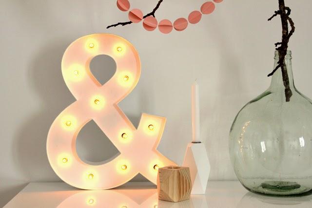 letra luminosa de madera ampersand hermanas bolena