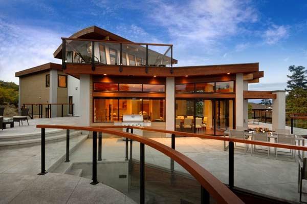 Rumah Mungil dengan Fasad Kaca