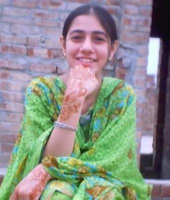 Sumaira Khan Hot Look In Green Dress