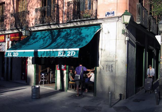 El 2D Mayo, exterior de la cafetería.