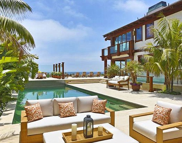 Homes of the rich and famous pierce brosnan 39 s malibu for Malibu mansions for rent