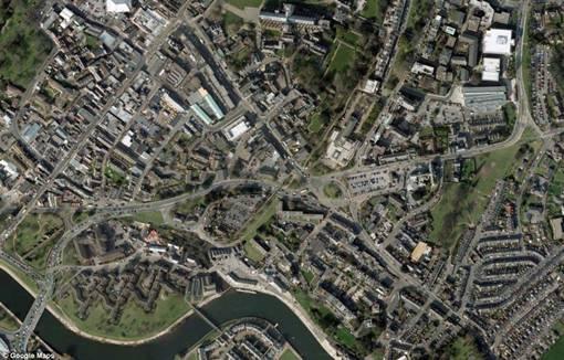 Foto Perbandingan Suasana Kota Ala Google Earth Dengan Suasana Kota Peta Abad Ke-16