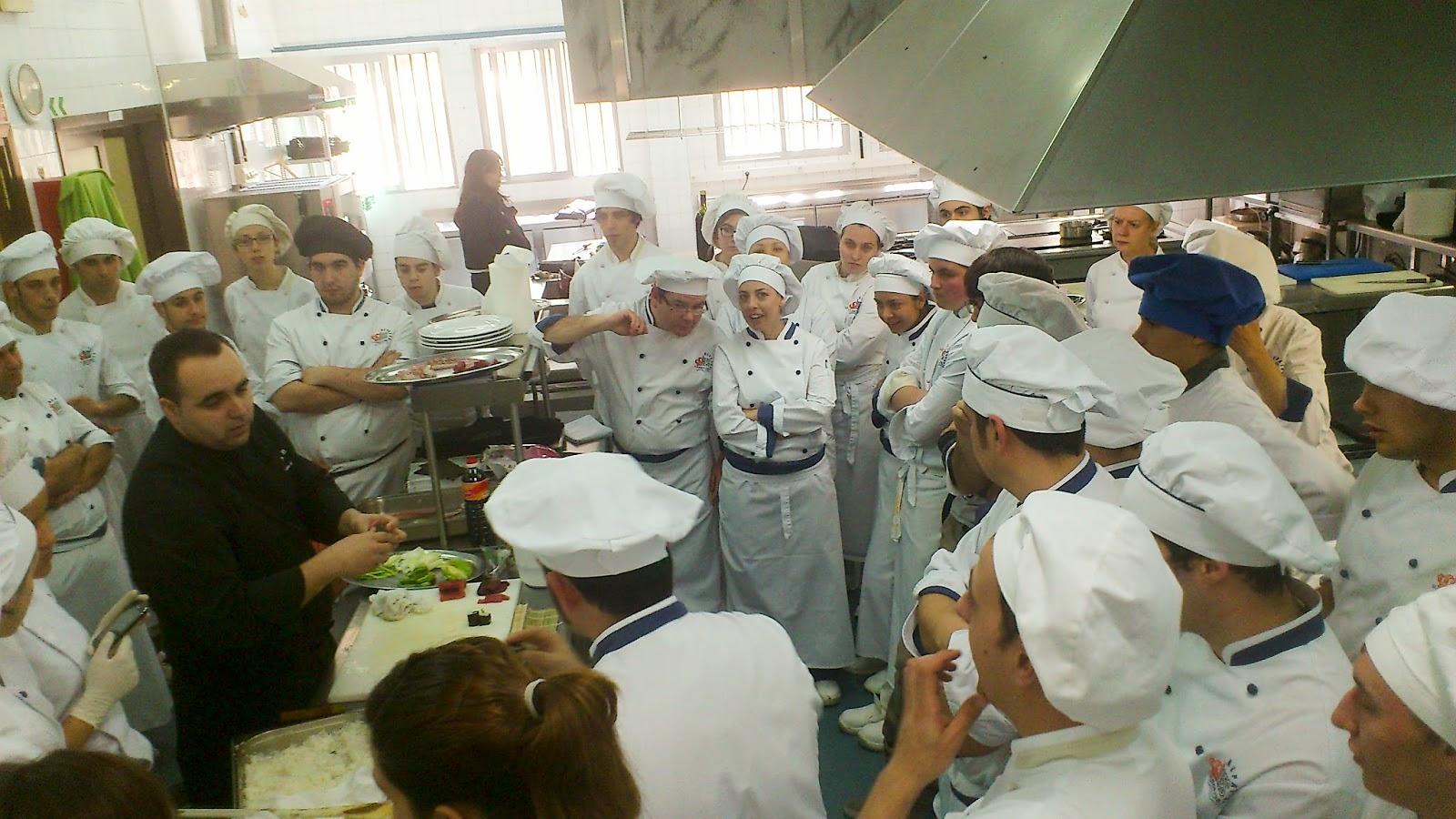 Taller de sushi hosteler a y turismo alpaj s Procesos de cocina jose luis armendariz