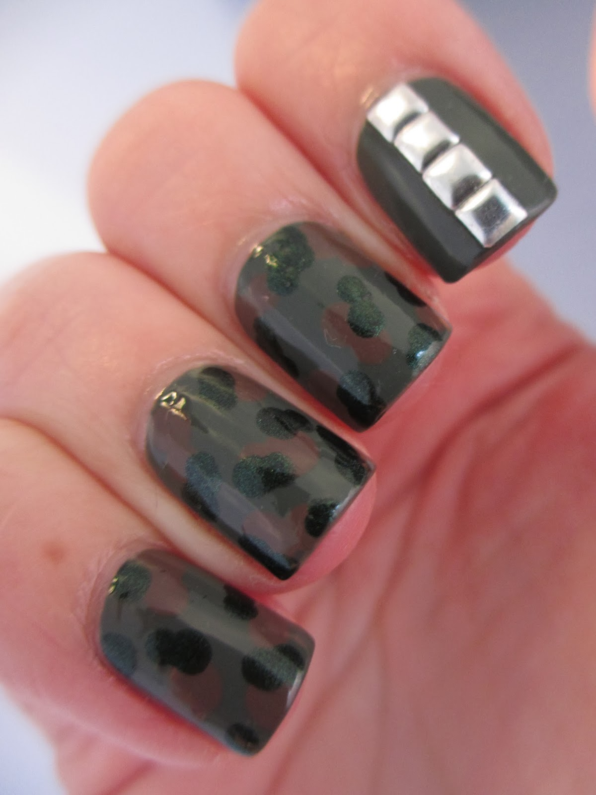 New-Look-Green-nail-polish-salute-nail-art