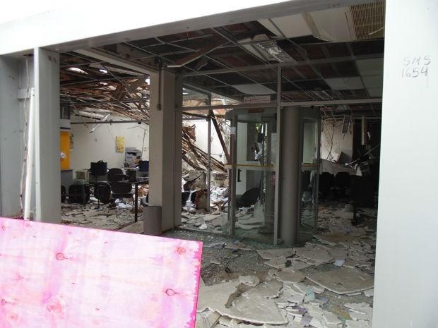 Agência fica destruída após explosão na cidade de Filadélfia  (Foto: Antônio Carlos/Site: Filadélfia em Notícias)