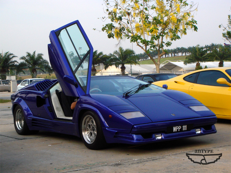 The famous scissors door in action ) & Malaysia Supercar: Malaysia VIP: Lamborghini Countach