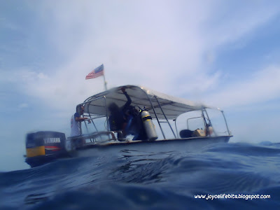 boat dive backroll waves