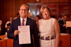 Graco Ramírez recibe su constancia como nuevo gobernador de Morelos.