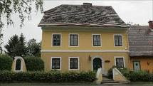 http://4.bp.blogspot.com/-ARJHUDaYuyA/TjQFa5UnGZI/AAAAAAAAAfw/0ZqIIgx9Wrs/s1600/Arnold-Schwarzenegger-house.jpg