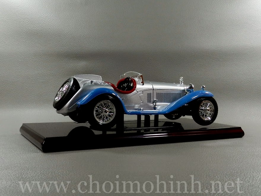 Alfa Romeo 8C Spider Touring 1932 1:18 bBurago right
