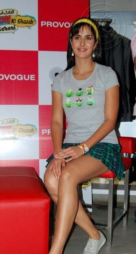 378912 512565355435241 59950300 n Bollywood Actresses Oops and Panty Upskirts