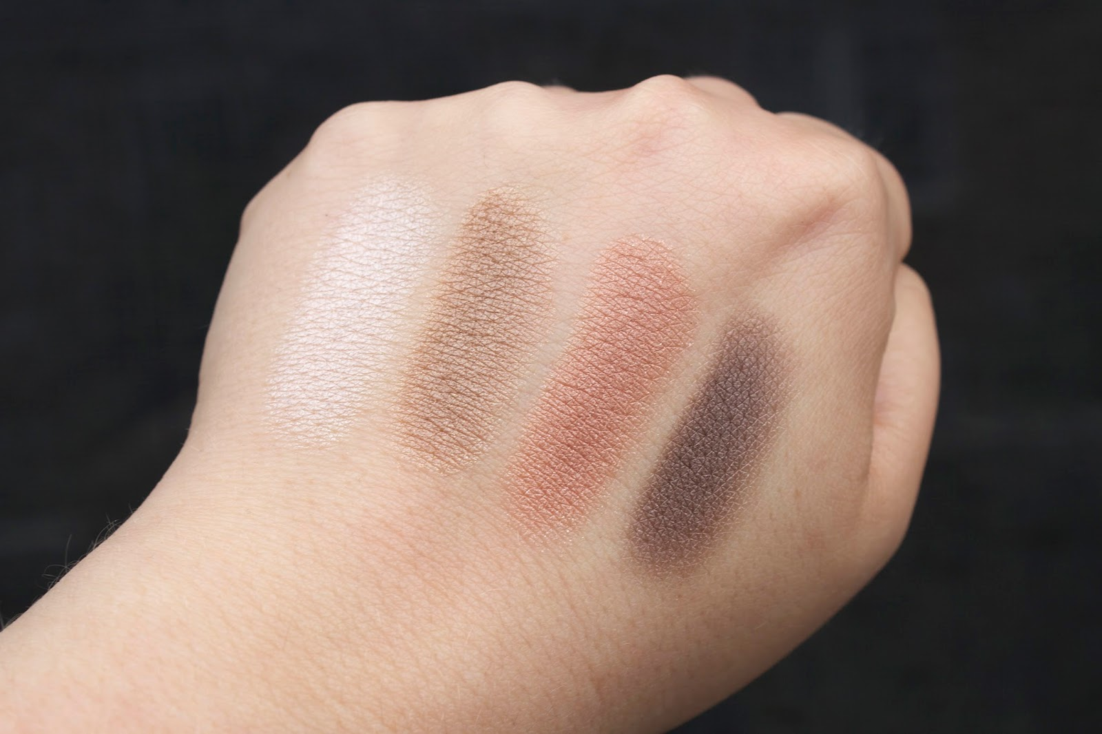 L'Oreal Colour Riche Wet Quad in '230 Perpetual Nude swatch revew