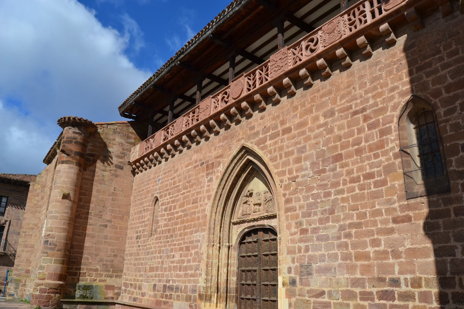 Iglesia de Santa María La Mayor, Ezcaray. Plaza de la Alameda. Guía de viaje de La Rioja Alta. Tu Maleta.