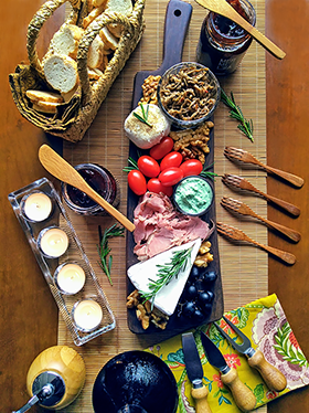 Uma tábua de queijos e geleias