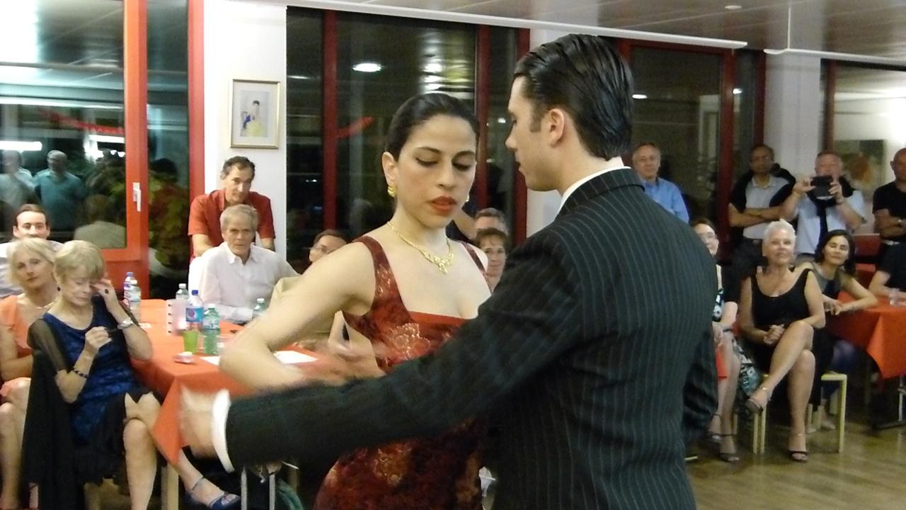 http://www.bastidon.ch/Danse/Almatango_mai_2014.html