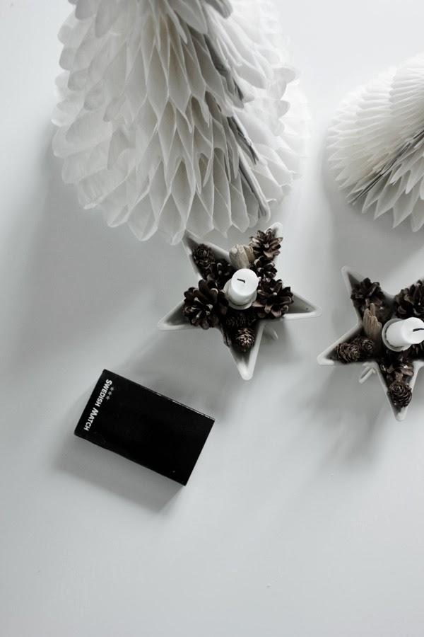 swedish match, vita julgranar, pappersgranar, granar av papper, kottar i ljusstake, naturmaterial, ljusstake från netto, stjärna ljusstake