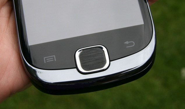 samsung galaxy fit display close up 