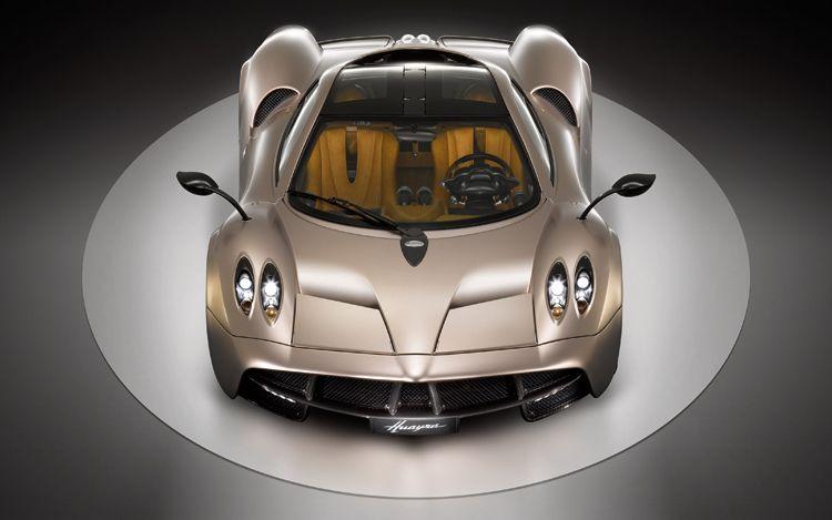 Car Overviews 2012 Pagani Huayra