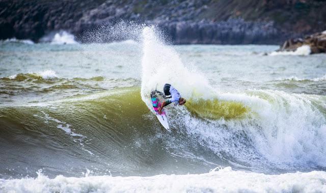 2 2014 Moche Rip Curl Pro Portugal Adrian Buchan AUS Foto ASP Damien%2B Poullenot Aquashot