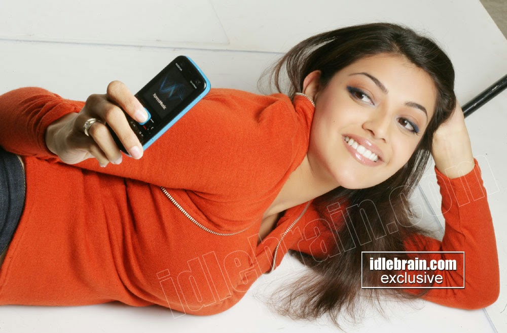 Kajal agarwal with phone