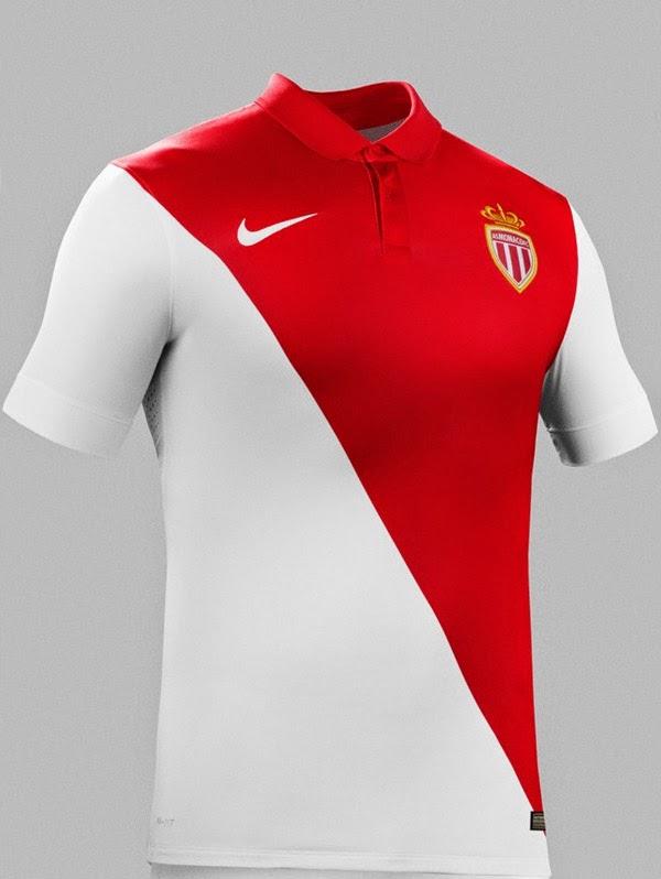 26c2be8a63 A nova camisa titular foi apresentada pelos jogadores Eric Abidal