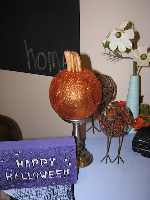 Glitter & Spray Paint Pumpkins {rainonatinroof.com} #glitter #spraypaint #Halloween #pumpkin