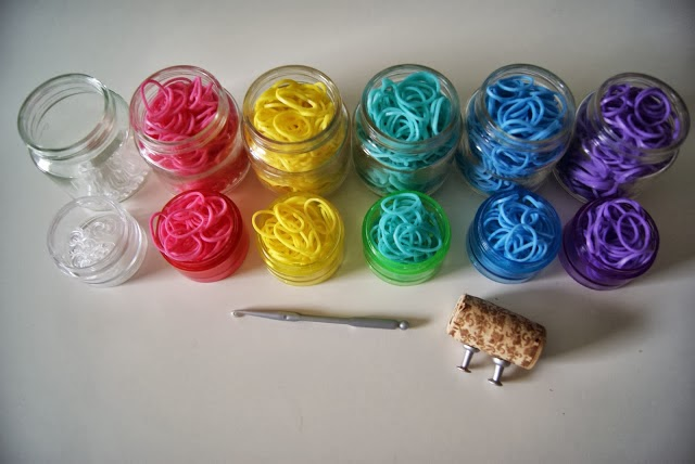 Use baby food jars for organizing rainbow loom bands :: OrganizingMadeFun.com