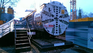 Straßenverkehr + U-Bahn: Baustelle an der U-Bahnlinie U5 Wieder freie Fahrt Unter den Linden, aus Berliner Zeitung