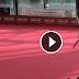Χορεύοντας με μια μπαλαρίνα... Δείτε το βίντεο