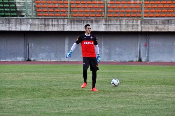 Júnior Fernandez foi finalmente apresentado pelo Vitória