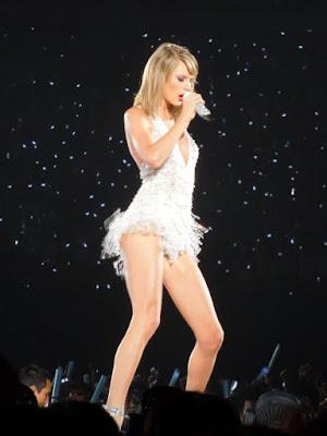 Taylor Swift Artis Terbaik Billboard 2015