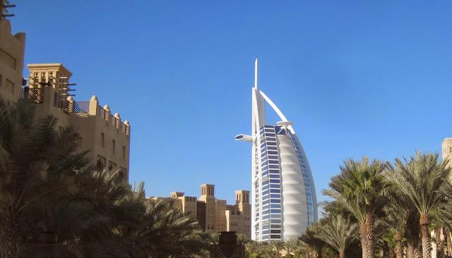 Dubai - Blick auf Burj Al Arab vom Madinat Resort Jumeirah