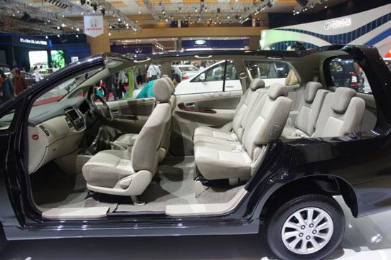 http://4.bp.blogspot.com/-AUNxMwOX8UQ/TizTt35U2OI/AAAAAAAAD7g/YTS3BeKLTJo/s1600/Toyota_Innova_2012_20.jpg