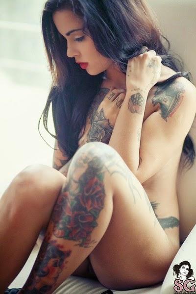 Inilah Foto Model Bugil Hanya untuk Pamer Tattoo