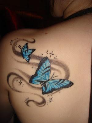 Tattoo-Feminina-borboletas-azuis-nas-costas