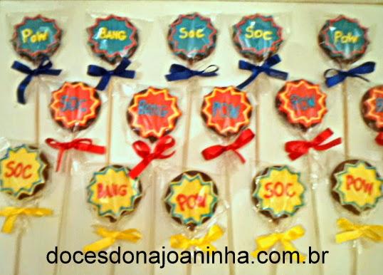 Pirulitos de chocolate decorados do Batman, Homem Aranha e Super Heróis  POW SOC BANG na embalagem para lembrancinha
