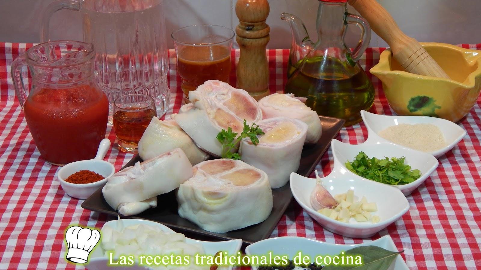 Manitas de ternera en salsa