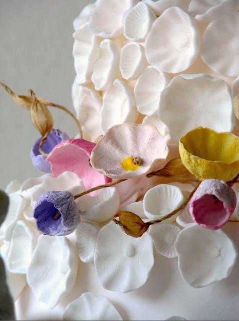 decorazione per torta: firi di carta tinte pastello