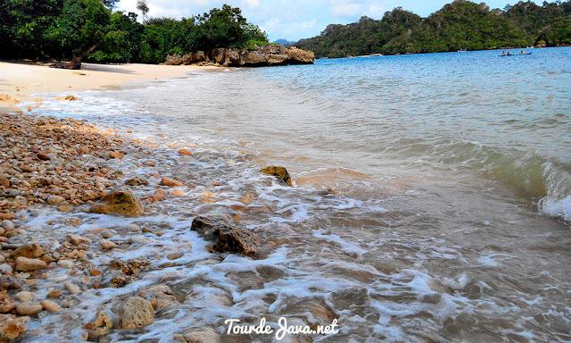Pantai Tiga Warna Sendangbiru