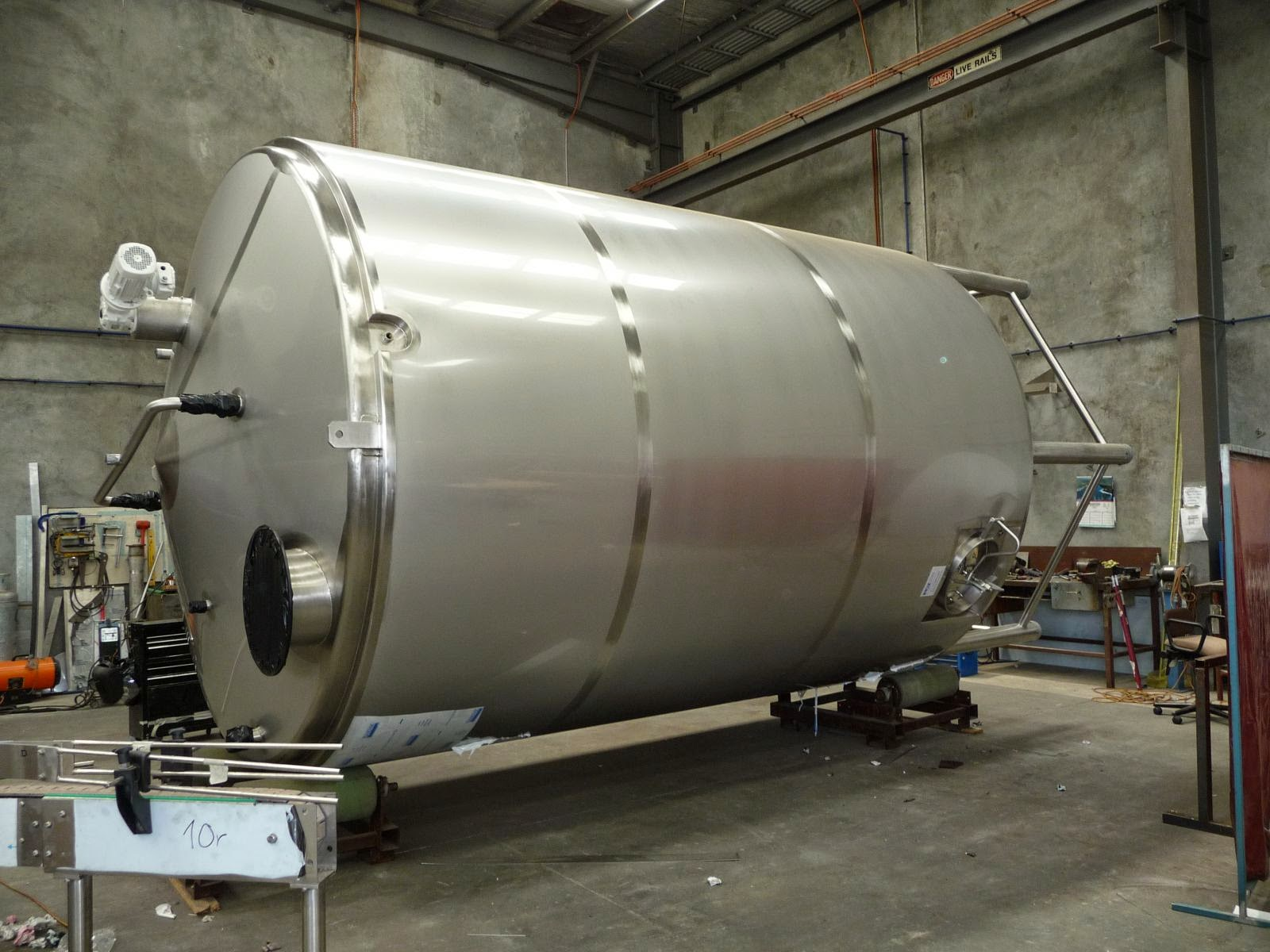 Stainless Steel Silos And Storage Tanks, Tanks & Mixers, Food Processing, Cooking & Product Cooling Equipment