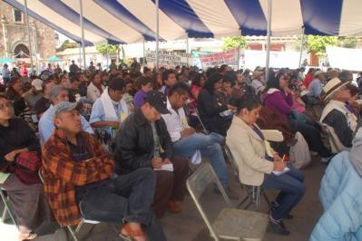 http://www.lajornadamichoacan.com.mx/2014/10/15/el-concejo-de-cheran-gira-orden-de-arresto-contra-abundio-marcos-prado/