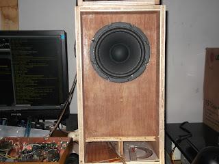 speaker besar dan masih dapat lownya. 50-60Hz low, 70-80Hz deep