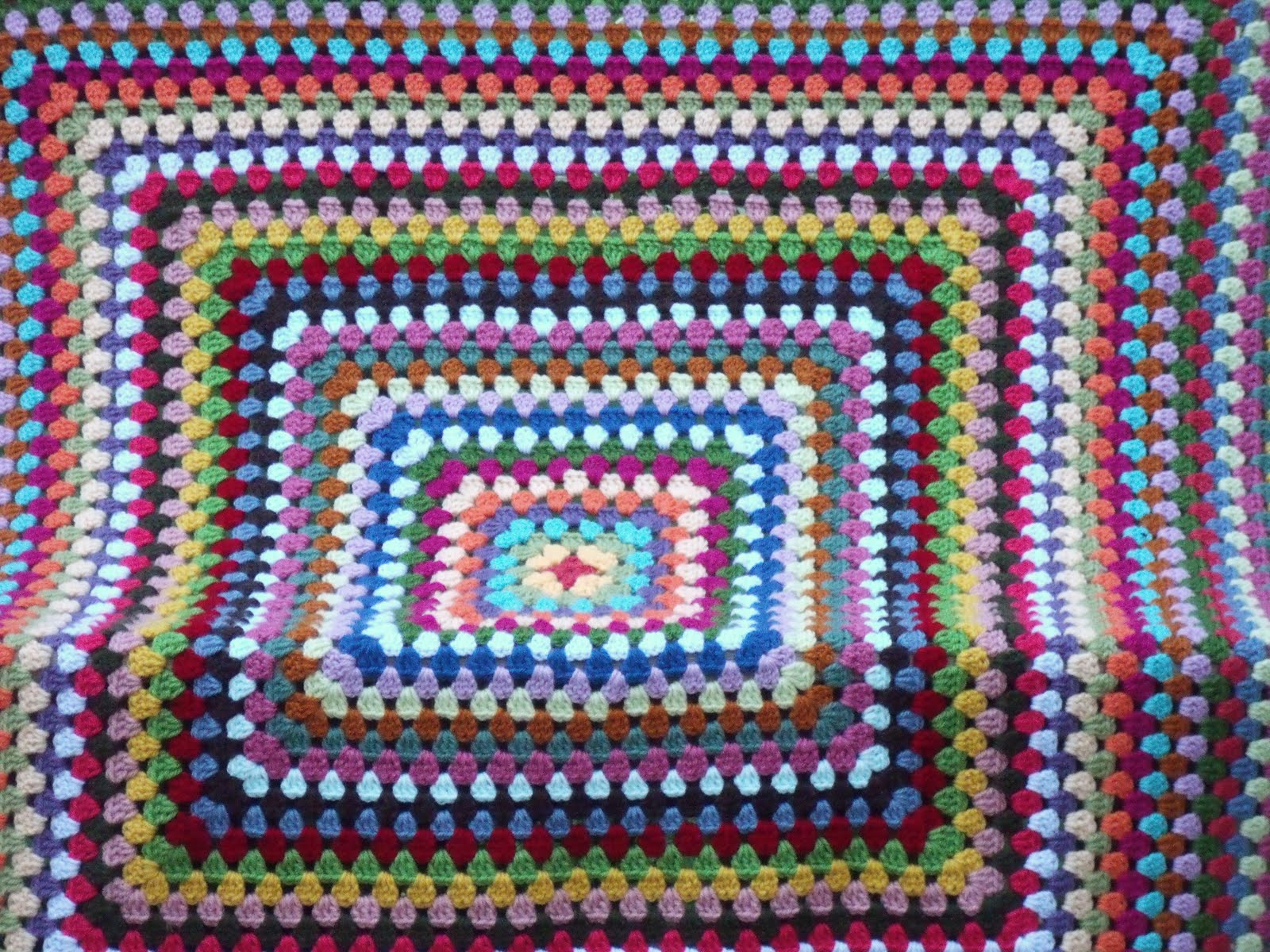 Crocheting Granny Square Blanket : Granny Square Afghan Tutorial