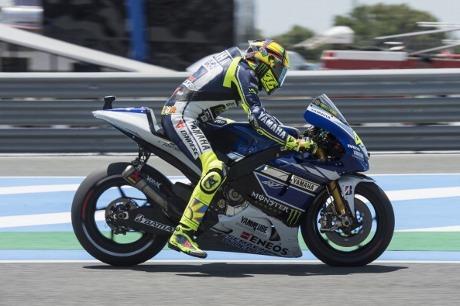 Rossi dinilai masih belum nyaman di atas yzr m1 kris fathoni w rossi dinilai masih belum nyaman di atas yzr m1 kris fathoni w detiksport stopboris Choice Image
